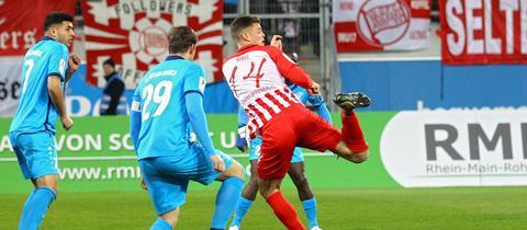 Kickers Offenbach setzt sich in einem umkämpften Duell gegen den SC Hessen Dreieich durch.
