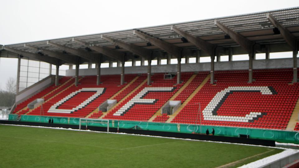 Leere Tribüne im OFC-Stadion