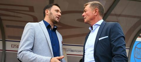 OFC-Präsident Helmut Spahn (rechts) im Gespräch mit Sportdirektor Sead Mehic (links).