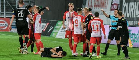 Rudelbildung im Spiel der Offenbacher Kickers gegen Steinbach Haiger