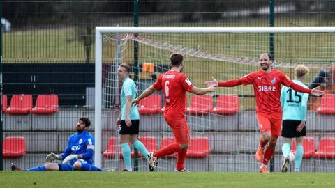 Der TSV Steinbach Haiger durfte viermal gegen die Offenbacher Kickers jubeln.