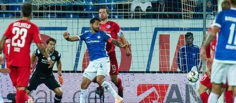 Der Kapitän höchstpersönlich köpft die Lilien gegen Bielefeld zum Sieg.