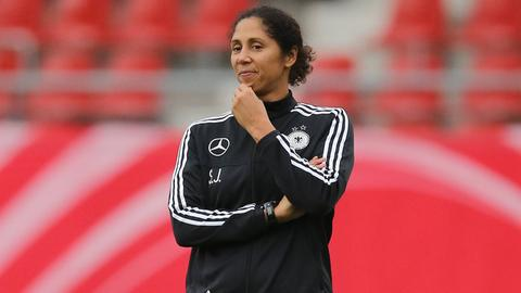Steffi Jones im DFB-Trainingsanzug