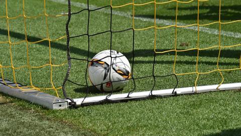 Fußball im Tor Sujet