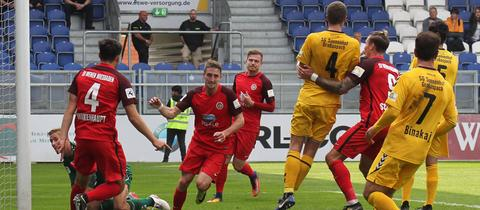Stephan Andrist bejubelt seinen Treffer zum zwischenzeitlichen 2:0 gegen Großaspach.