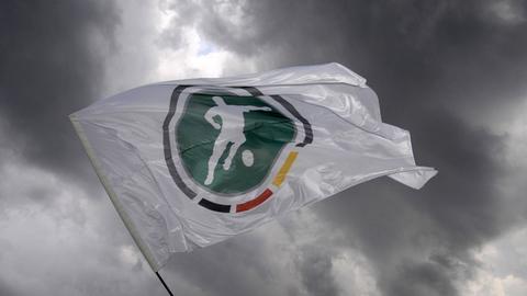 Fahne mit Drittliga-Logo