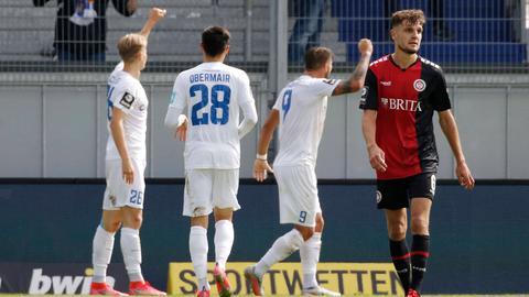 Magdeburg jubelt, Gino Fechner dreht enttäuscht ab.
