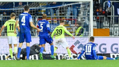 Törles Knöll erzielt das 1:0 in Karlsruhe
