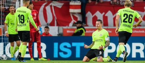 Schäffler bejubelt seinen Treffer gegen Stuttgart