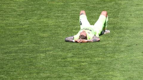 Manuel Schäffler vom SV Wehen Wiesbaden am Boden