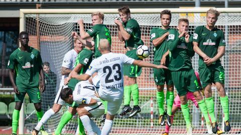 Alf Mintzel beim Spiel gegen Werder