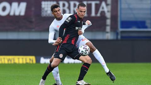 Philipp Tietz vom SV Wehen Wiesbaden gegen die Bayern
