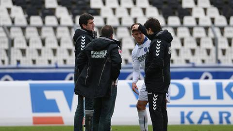 Dennis Kempe (re.) wollte KSC-Sportdirektor Jens Todt (li.) von Tobias Kempe überzeugen.