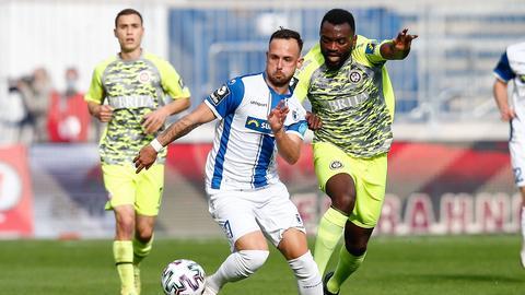 Paterson Chato vom SV Wehen Wiesbaden beim Spiel in Magdeburg