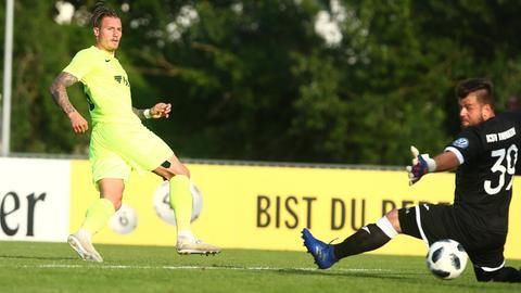 Manuel Schäffler vom SV Wehen Wiesbaden im Spiel gegen Baunatal.