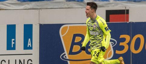 Dominik Prokop jubelt über seinen zweiten Treffer