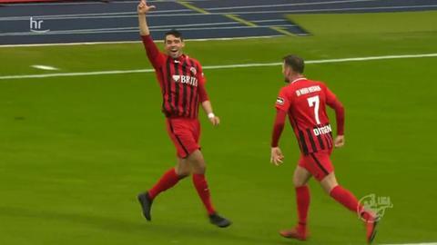 Der SV Wehen Wiesbaden bejubelt den ersten Treffer
