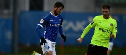 Marcel Heller und Maximilian Dittgen im Duell bei einem Testspiel im Januar 2019