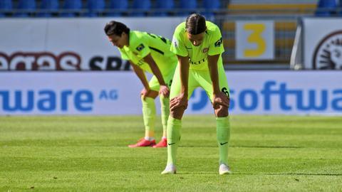 Enttäuschung bei Jeremias Lorch und Tobias Schwede vom SVWW nach der Niederlage in Darmstadt