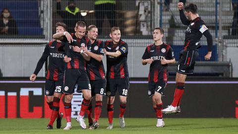 Der SVWW jubelt über das 2:0 von Phillip Tietz gegen Kaiserslautern.