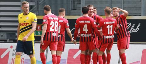 Der SVWW jubelt über das 1:0 im Spiel gegen Fortuna Köln.