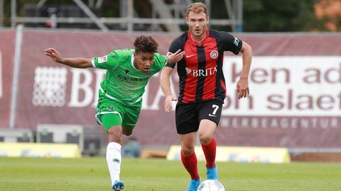 Maximilian Dittgen vom SV Wehen Wiesbaden im Spiel gegen Hannover 96