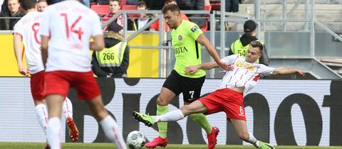 Maximilian Dittgen im Spiel des SVWW in Regensburg
