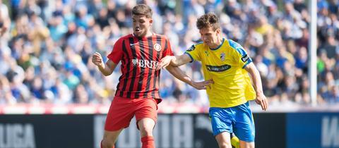 Gökhan Gül vom SV Wehen Wiesbaden im Spiel bei Carl-Zeiss Jena
