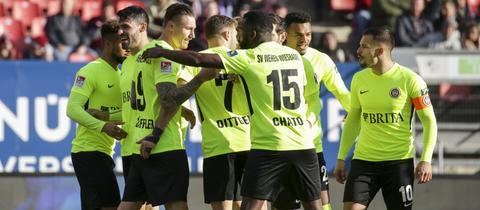 Der SV Wehen Wiesbaden bejubelt einen Treffer von Manuel Schäffler - mal wieder.