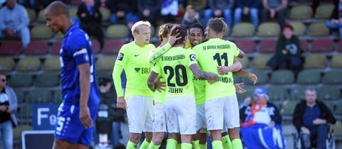 Im Hinspiel hatte der SVWW in Karlsruhe Grund zur Freude.
