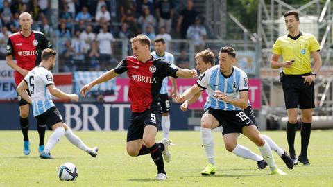 Emanuel Taffertshofer vom SV Wehen Wiesbaden im Spiel gegen 1860 München