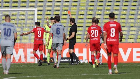 Rote Karte für SVWW-Torhüter Florian Stritzel im Spiel bei Türkgücü München