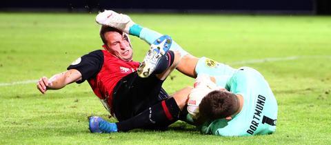 Kein Tor, aber Schmerzen: SVWW-Stürmer Gustaf Nilsson im Spiel gegen den BVB