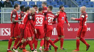 SV Wehen Wiesbaden feiert Sieg in Osnabrück