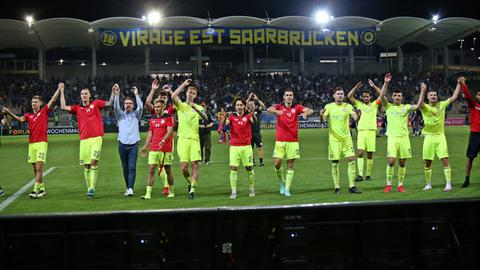 Wehen feiert den Sieg in Saarbrücken