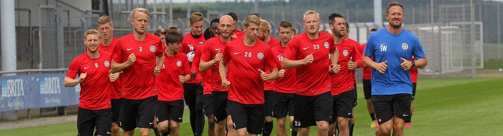Das Team von Wehen Wiesbaden beim Joggen.