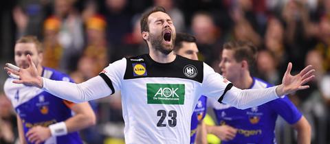Steffen Fäth jubelt nach einem Tor gegen Island