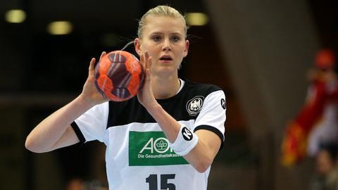 Handballerin Kim Naidzinavicius im Trikot der Deutschen Nationalmannschaft