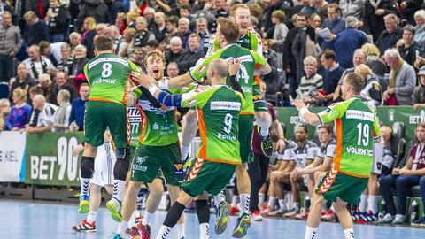 So sehen Sieger aus: Die Spieler der HSG Wetzlar waren in Kiel nicht zu stoppen.