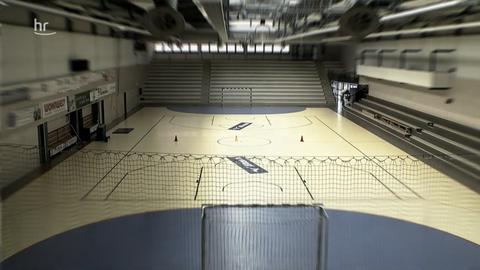 Eine leere Sporthalle