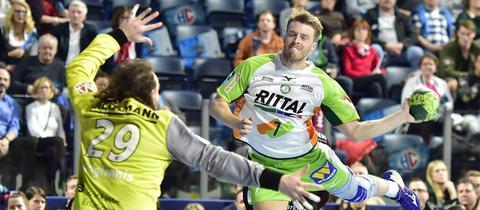 HSG-Spieler Kristian Björnsen beim Torwurf