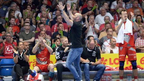 Jubel bei Trainer Heiko Grimm und der MT Melsungen: Es geht nach Europa.