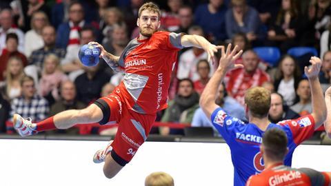 Domagoj Pavlovic beim Wurf gegen Erlangen.