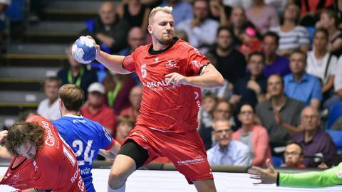 Julius Kühn von der MT Melsungen im Spiel gegen Lemgo