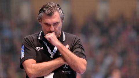 Ein nachdenklicher Michael Roth nach der Niederlage in Kiel.