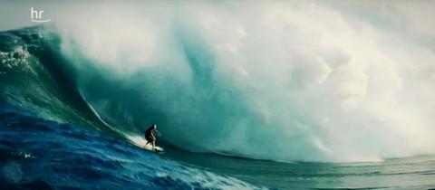 Sebastian Steudtner beim surfen