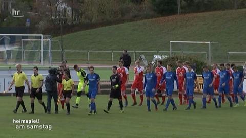 Einlaufende Mannschaften Hünfelder SV - OSC Vellmar