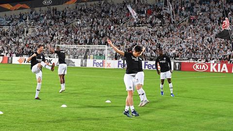 Die Eintracht wärmt sich bei Apollon Limassol auf