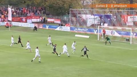 Kickers Offenbach im Angriff gegen den FC Gießen