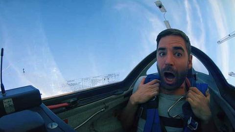 hr-Reporter Oliver Mayer im Segelflugzeug